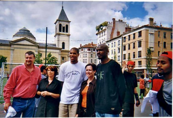 Dans cette rencontre il a invité l'emblématique coach de l'ASVEL Grégor BEUGNOT et Alain Digbeu 'Fly' le joueur de plus spectaculaire de l'histoire du basket Français.